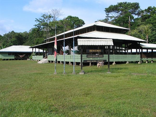 welcome sign at estacion biologica Sirena parque nacional Corcovado
