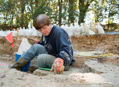 volunteer diging for fossils