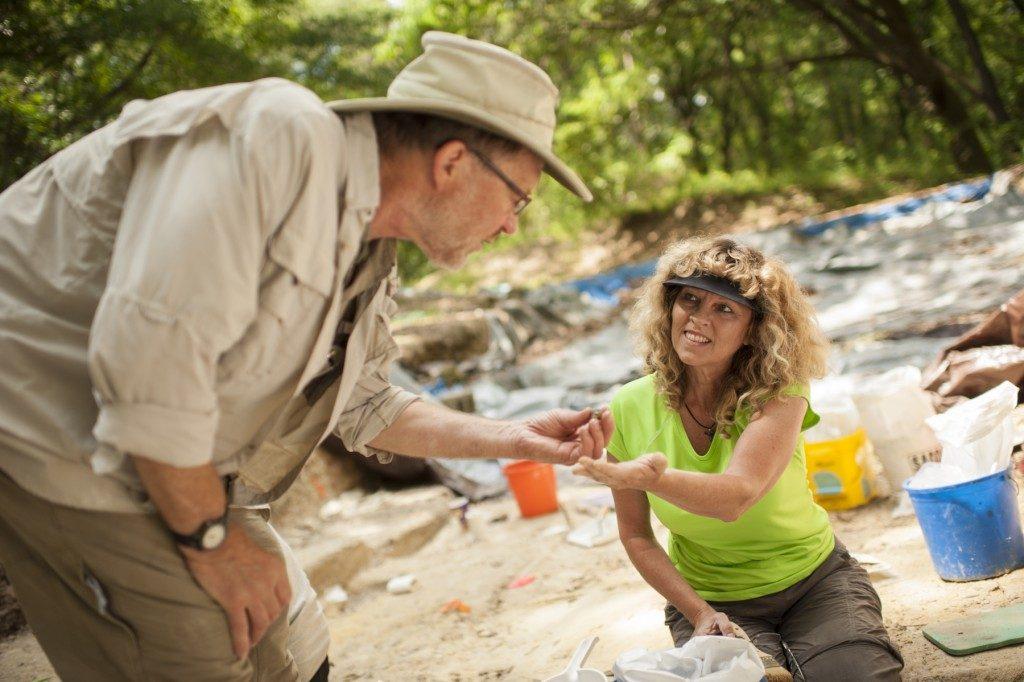 Lockner shows a fossil to Steadman