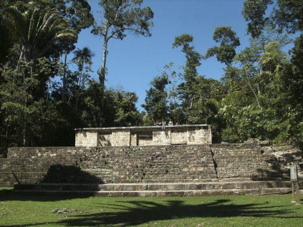 Aguateca palace