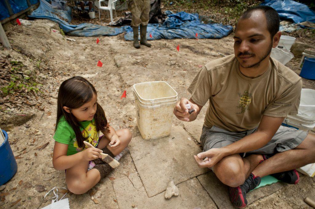 Soto-Centeno at Thomas Farm paleontology site