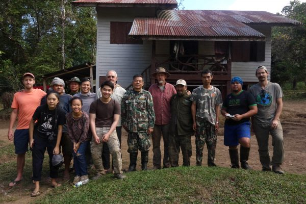 photo of museum researchers, Thai collaborators and rangers