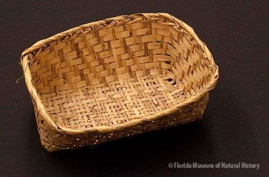 Basket, Miccosukee, split palmetto, 2/2 twill, ca. 1949, 8 x 14.5 x 20 cm. Collected at Tamiami Trail by John M. Goggin (3933-92904).