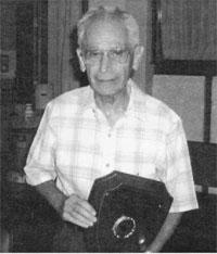 Irving Finkelstein accepting Abbot Award, 2003.