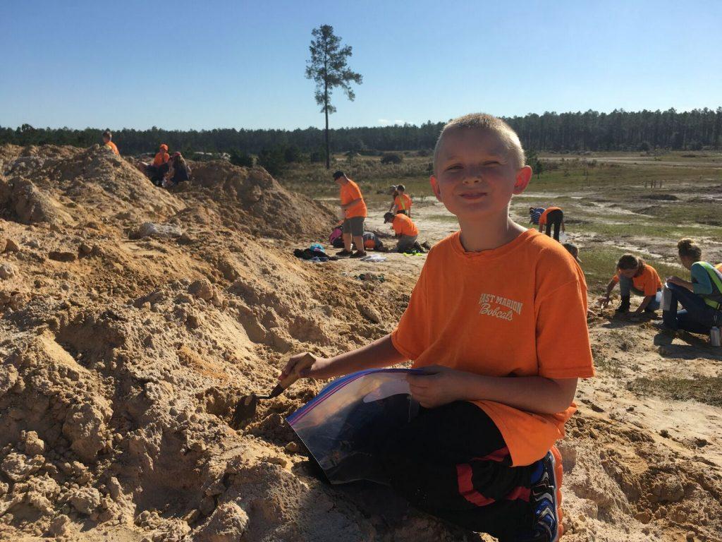 kid digging