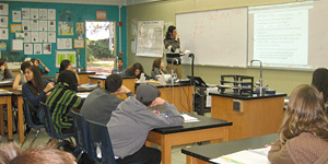 Students in California learn science using Panama fossils. © Photo by Cheryl McLaughlin.