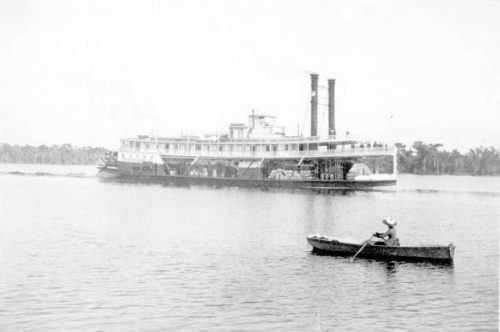 Paddle steamer Chattahoochee steering on the Saint Johns River