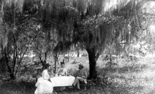 Florence Dakin picnicking with her parents at the Racimo Plantation